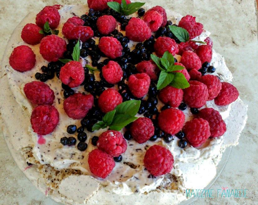 Beza z owocami i czekoladą